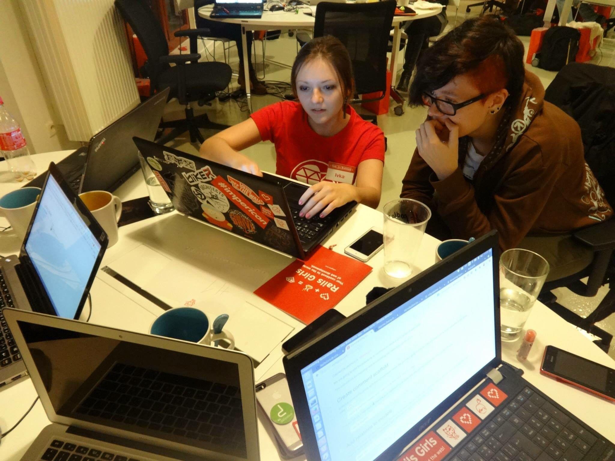 Workshop Railsgirls, kde bola Ivana Lieskovská mentorkou, Bratislava 2015!