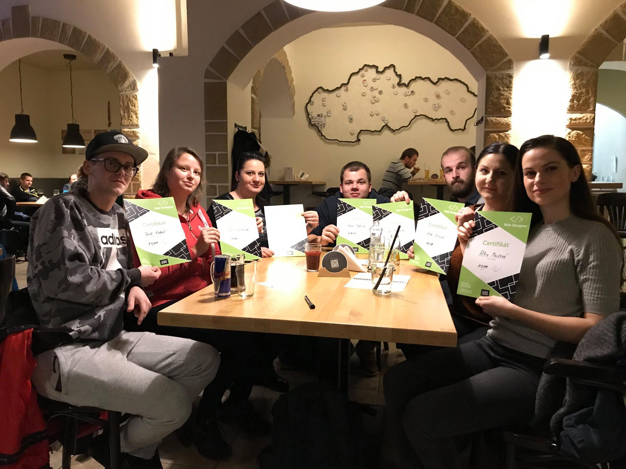 Účastníci Web Designer kurzu v Žiline (Roman v strede)